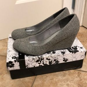 CL by Laundry wedge heel, NIB